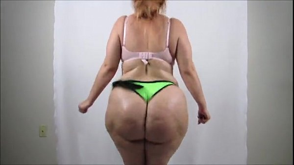 huge butt clap it's so horny love this big ass
