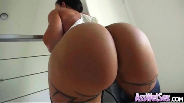 big butt cousin get oiled then deep anal nail big ass