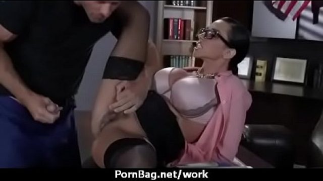 Office Fuck bureau chick takes a good pump for